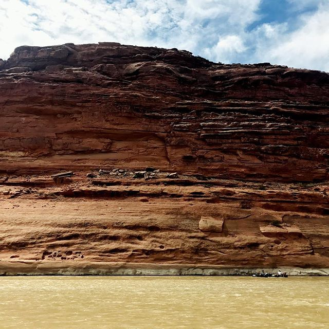 Canoe (bottom right) for scale. The cliffs along this section of the Colorado river are stunning #canoecamping #canoe