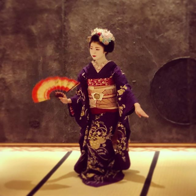 Maiko performance at the hotel.